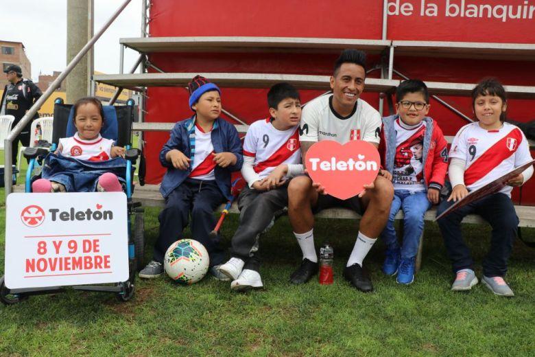 Niños de la Teletón alientan a Selección Peruana en la Videna