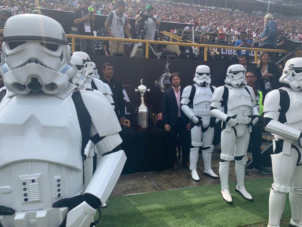 Star Wars: los Stormtroopers escoltaron la Copa Libertadores 2019 en la final