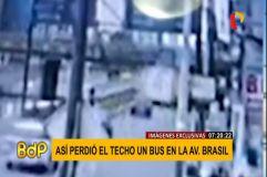 Video muestra como bus con pasajeros perdió el techo en Av. Brasil