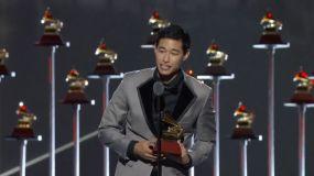 Peruano Tony Succar recibió así Latin Grammy a mejor álbum de salsa
