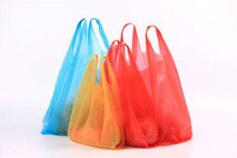 Cañitas y bolsas pequeñas de plástico prohibidas desde el 20 de diciembre