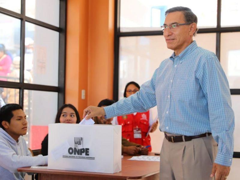"""Martín Vizcarra sufragó: """"Hice mi mayor esfuerzo para ejercer un voto informado"""""""