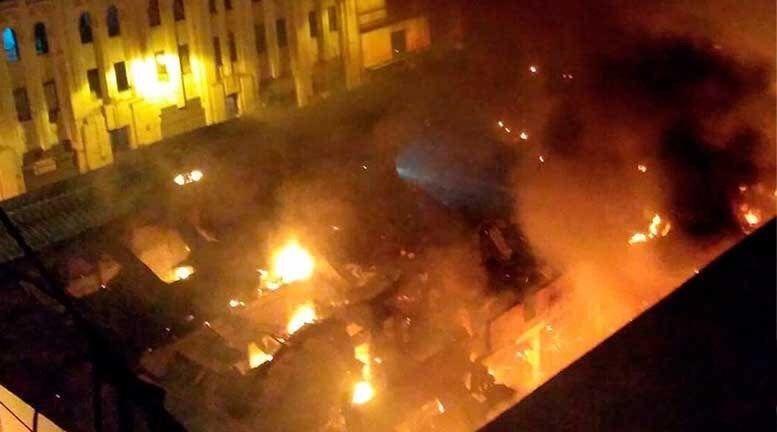Gran incendio código 3 consumió varias galerías en el Centro de Lima