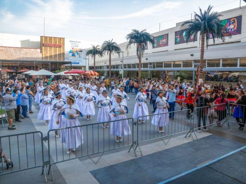 """Carnaval Ayacuchano hizo bailar a """"gringos"""" en Parque Kennedy"""