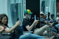 Usan máscaras en aeropuerto para protegerse de coronavirus