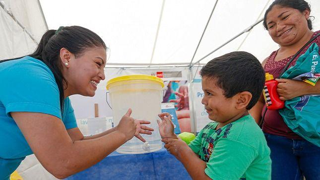 """Ministra Elizabeth Hinostroza: """"No puede haber desarrollo social sin salud"""""""