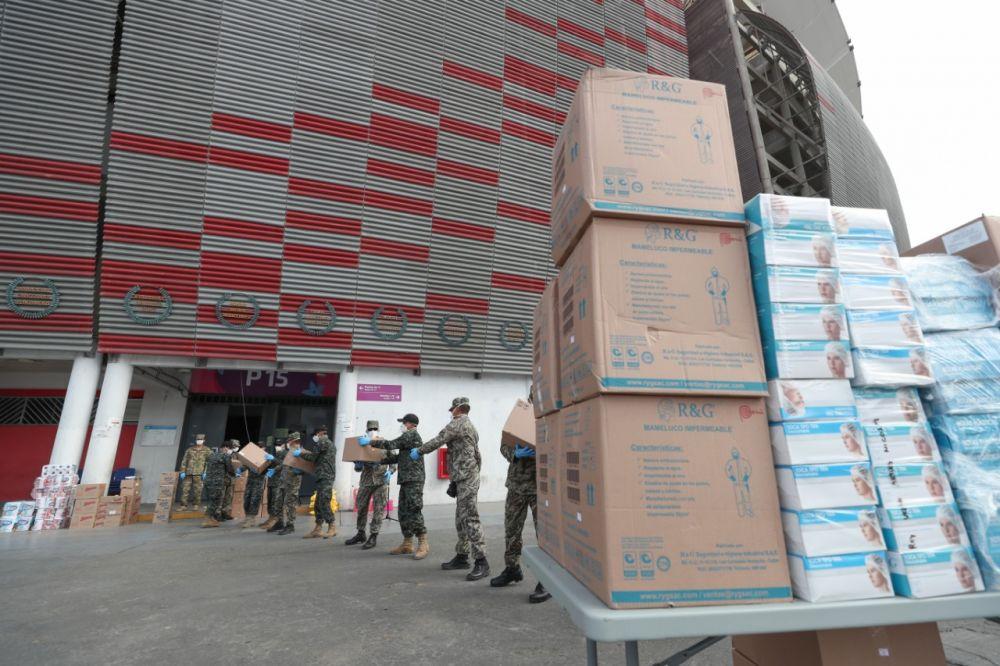 Selección Peruana de Fútbol donó mascarillas, guantes y botas a Fuerzas Armadas