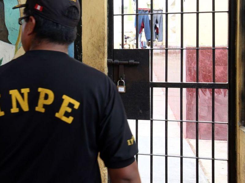 Gerson Villar renunció a la presidencia del INPE tras situación crítica en penales