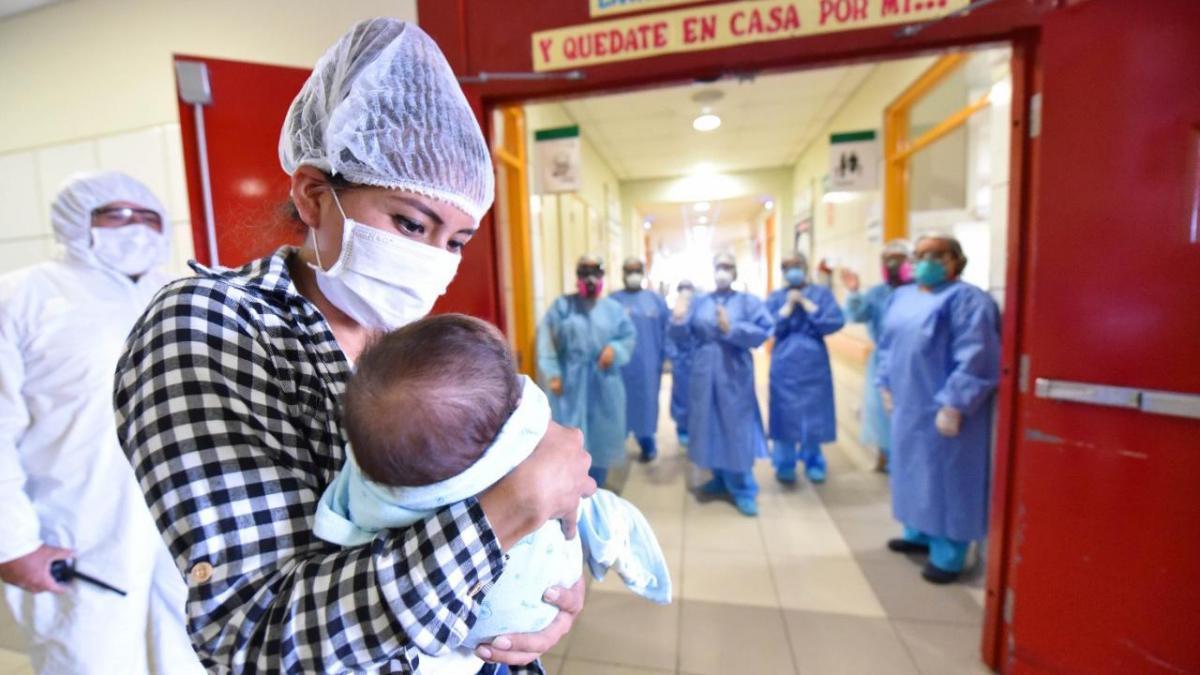 Bebé 'guerrero' con cardiopatía congénita y Covid-19 fue dado de alta