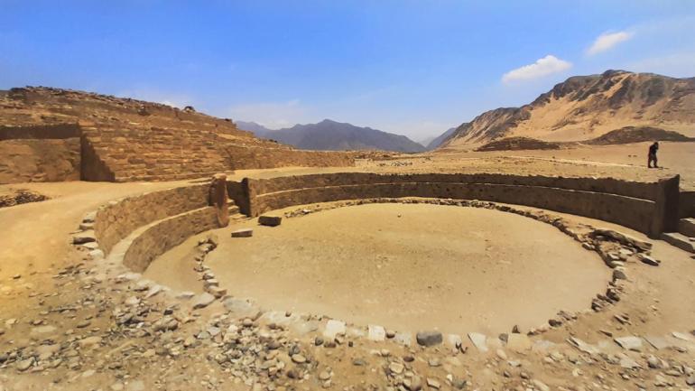 Plaza circular pirámide Caral