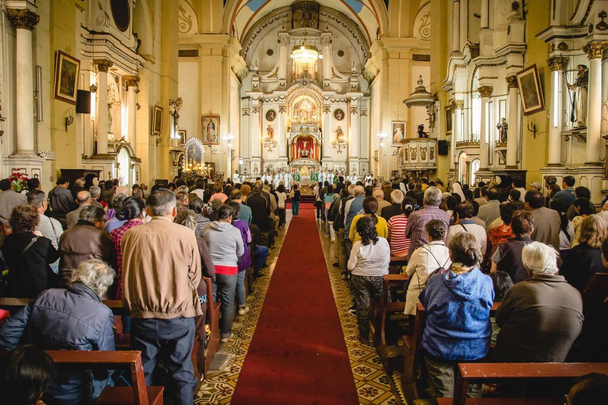 Conferencia Episcopal Peruana otorga a obispos la potestad de realizar misas