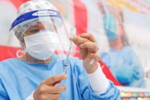 Ministro de Salud asegura que miembros de mesa serán vacunados entre marzo y abril