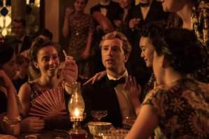 'El beso de Singapur', la miniserie exótica de amores y negocios en una colonia decadente llega a Europa Europa
