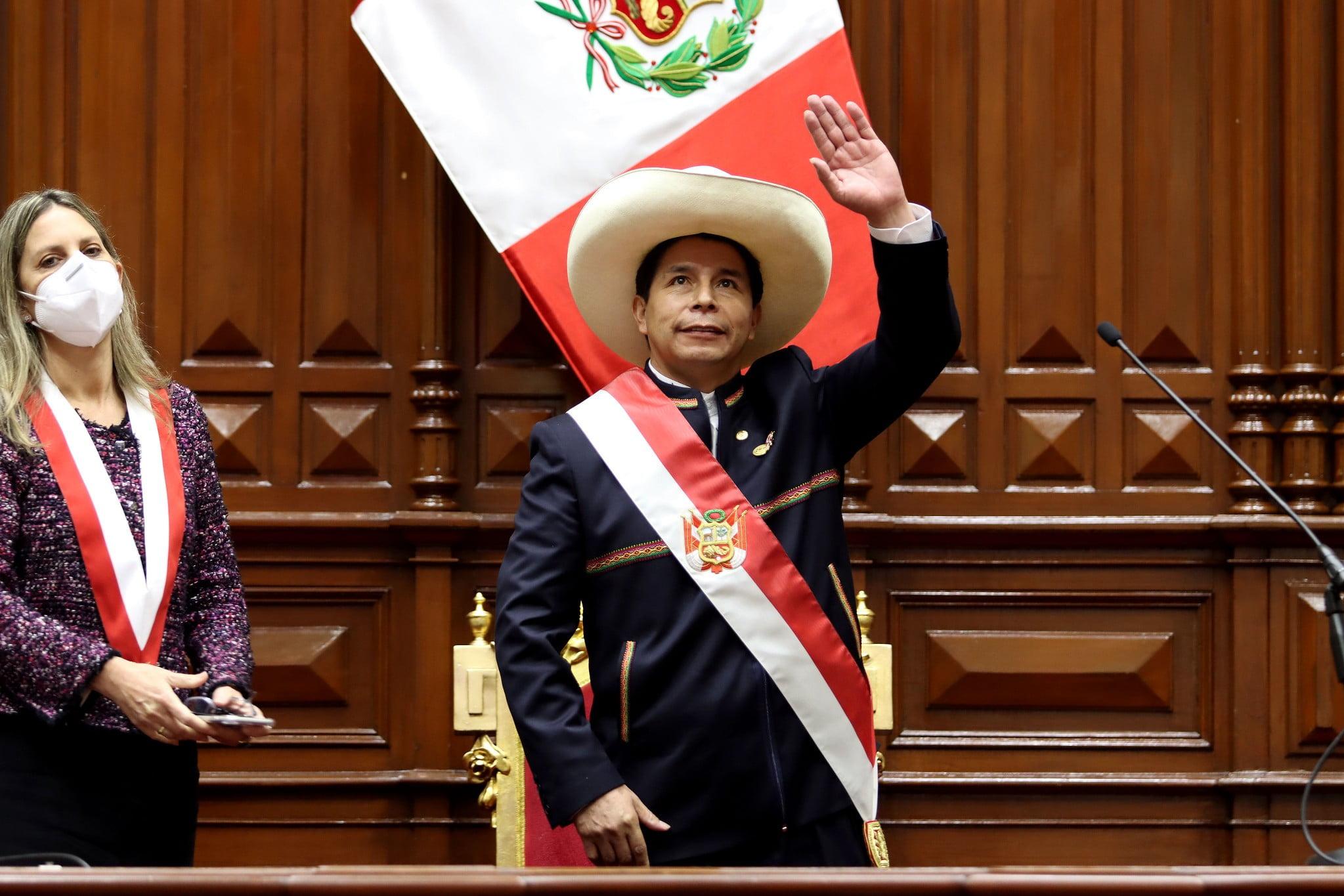Pedro Castillo jura y se convierte en el presidente del Bicentenario de la independencia
