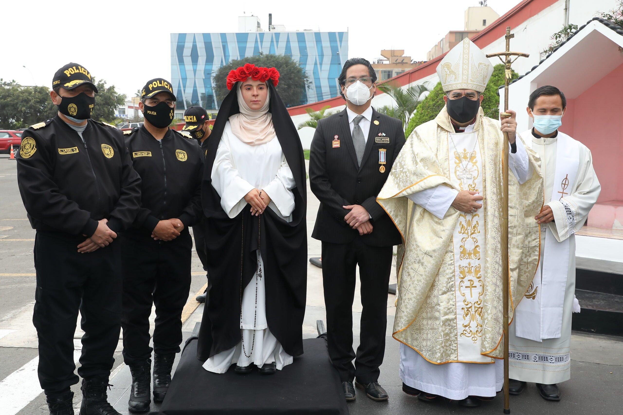 Santa Rosa de Lima: Presentan estatua hiperrealista a la Policía Nacional