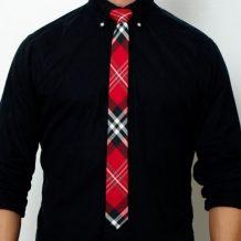 Corbata a rayas roja