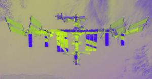 Photo of رجل يصور محطة الفضاء الدولية من باحة منزله الخلفية