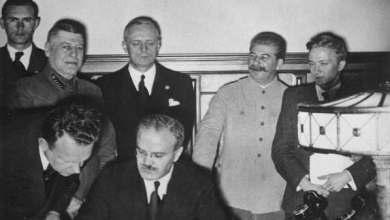 صورة بسبب وفد دبلوماسي سيئ.. تحالف ستالين مع هتلر