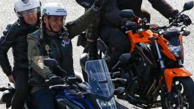 صورة صور.. تغريم رئيس البرازيل خلال قيادته دراجة نارية