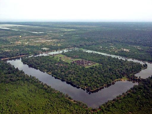 By Charles J Sharp (Taken from helicopter flying over Angkor Wat) [GFDL (http://www.gnu.org/copyleft/fdl.html), CC-BY-SA-3.0 (http://creativecommons.org/licenses/by-sa/3.0/) or CC BY 2.5 (http://creativecommons.org/licenses/by/2.5)], via Wikimedia Commons