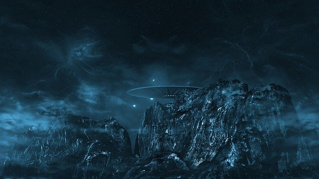 Ufo Mountains Fantasy Fog Cosmos  - tombud / Pixabay