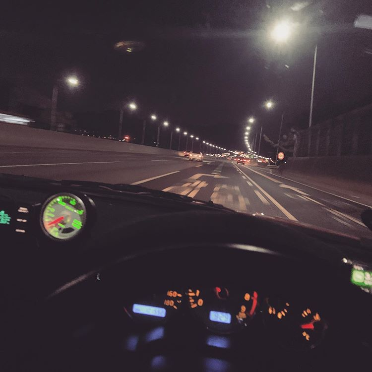 Ilustrasi Berkendara Malam Hari, sumber ig rukepark