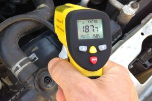 automotive diagnostics: measuring coolant temperature in car with temperature gun eT650D