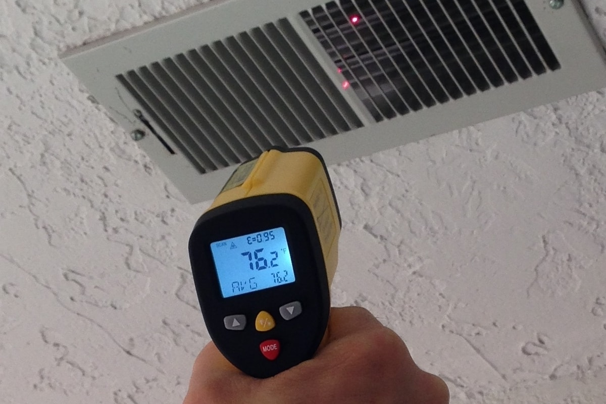 measuring heating vent temperature with the ennoLogic infrared thermometer eT650D