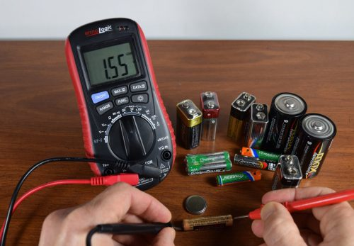 testing household batteries AA AAA C D 9V coin cells with ennoLogic multimeter eM530S
