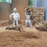 湯築城跡で出土した、ネコに踏まれてしまった土師器の破片。「ああああ、ちょっ、おまっ」っていう当時の人の声が聞こえてきそう。