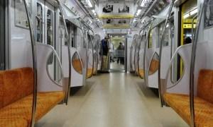 地下鉄の不具合で車内が優雅な雰囲気になってたww