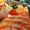 レトルトのご飯にサーモン一柵をどーんと載せた「BIGサーモン寿司」が飯テロすぎるwww