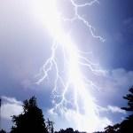 ディズニーランド、雷のせいで早くもハロウィン到来www