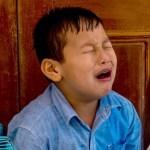 「トラウマすぎるw」親のペンケースを勝手に開けた息子氏、思わぬトラップに号泣www