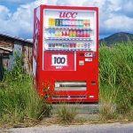「さすが雪国…」長野県の山中にある自販機の設置方法が独特すぎるw