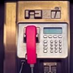 「最近の公衆電話にはこんなラベルが貼られてる…」衝撃の事実に昭和世代ざわつく
