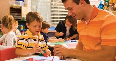 Anak Cerdas Bermain Bersama Orang tua
