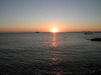 Η δύση τού ηλίου στη Σαρωνίδα είναι απολαυστική