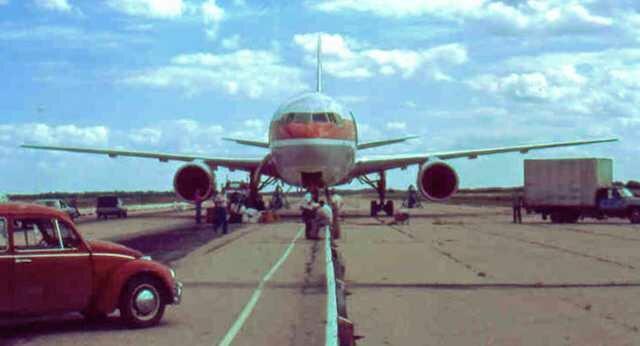 """У авиалайнера закончилось топливо на высоте 12 000 метров: «Планёр Гимли» и скольжение на крыло «Планёр Гимли» (реальная история) - аварийная посадка самолета Боинг 767-233. Когда топливо закончилось на высоте 12 км, командир самолета принял неожиданное решение, чтобы сбросить скорость он совершил трюк под названием """"Скольжение на крыло"""""""