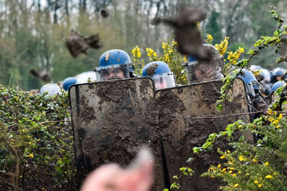 police-forces-covered-in-mud.jpg