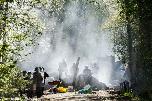 fights about the eviction of barricades on 26/04/2018. Gendarmerie standing in front of the big barrikade at the road near La Wardine. tear gas filling the air