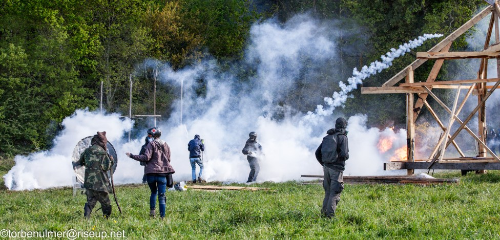 fights about the eviction of barricades on 26/04/2018. Zadists firing back the tear gas canisters in direction of the gendarmerie