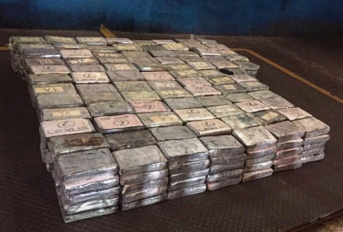 Cocaína estava divida em 445 tabletes, prontos para serem embarcados para a Europa (Foto: Divulgação/Receita Federal)