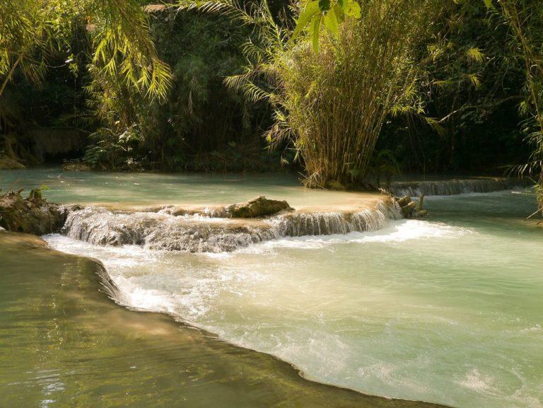 indispensables laos chutes eau paysage