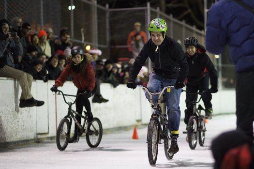 carrera de bicicletas sobre hielo