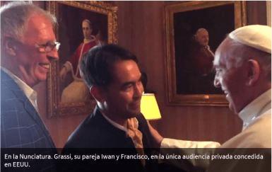Sodomita Ex-alumno de Bergoglio con su pareja gay, despues del encuentro con Bergoglio aprovecho para seguir promoviendo la sodomia