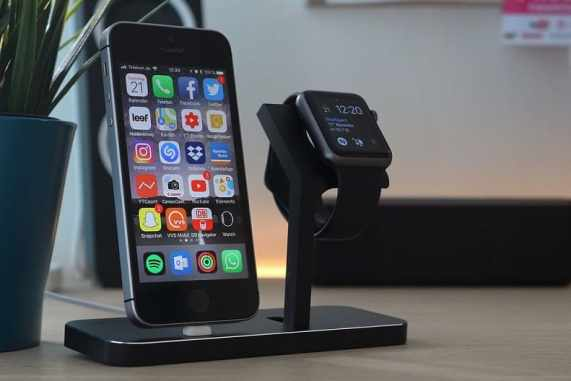 apple watch e iphone cargando