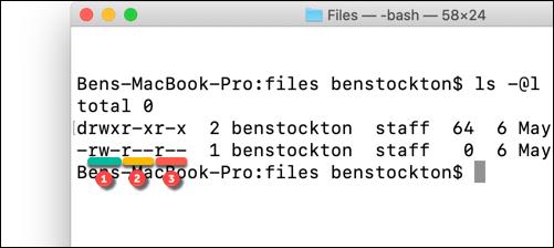 Permisos de archivo subrayados usando el comando ls en la terminal de macOS