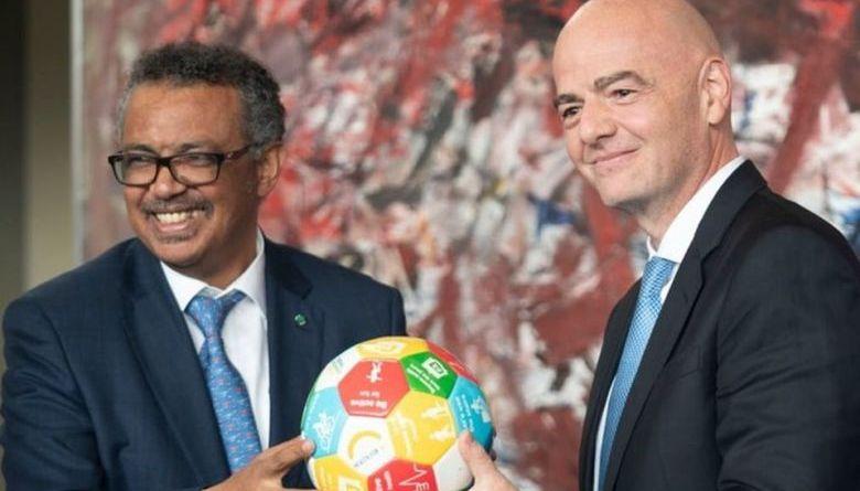 Gianni Infantino, presidente de la FIFA y Tedros Adhanom Ghebreyesus, director general de la OMS