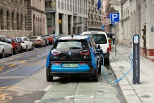 Can a Gas-Powered or Hybrid Car Be Jumpstarted With an EV?